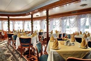 На круизном судне питание включено в стоимость тура