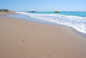 Фото девок в купальниках на пляже