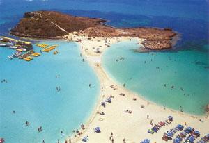 Небольшой городок Айя Напа на Кипре – одно из таких чудесных мест, покоряющих сердца путешественников своими пляжами и достопримечательностями