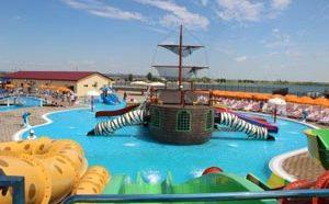 """Отдельная игровая зона в аквапарке """"Дон-парк"""" сделана в виде пиратского корабля"""