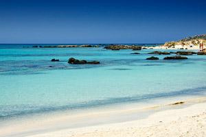 Для любителей пляжного отдыха, пляж Элафониси на Крите станет настоящим подарком