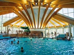 Также, на территории курорта расположен аквапарк, где можно отлично провести время с детьми.