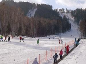 На горнолыжном ккрорте Танай обязательно найдутся подходящие трассы и для начинающих, и для продвинутых лыжников, а любители фрирайда насладятся великолепными склонами, сохранившими естественную красоту