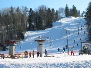 «Золотая долина» – чудесный горнолыжный курорт, центр отдыха в любое время года, раскинувшийся в Ленинградской области