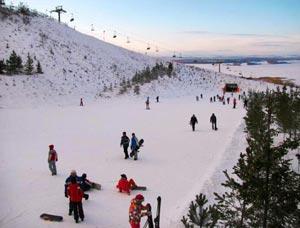 За счет уникального расположения комплекса Казань на северной стороне области, горнолыжный сезон начинается здесь еще с середины ноября