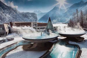 В 15 километрах от курорта Зельден, в поселке Лангельфельд, расположился один из самых красивых термальных курортов – Аква Дом
