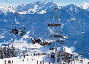 Горнолыжный курорт Цель-ам-Зее - один из самых лучших и популярных курортов Австрии, с неймоверными видами на горные хребты и озеро внизу курорта