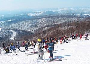 Традиционно горнолыжный сезон курортов на территории России начинается примерно в середине ноября