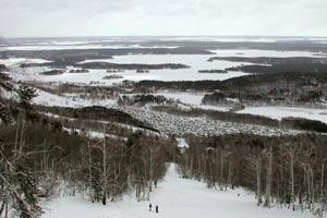 Горнолыжный курорт «Гора Вишневая»  расположен рядом с городом Вишневогорск