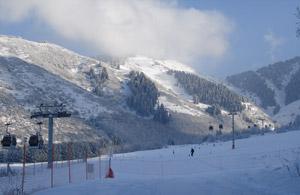 Горнолыжный курорт «Ак-Булак» не  богат на горнолыжные спуски - здесь всего 6 трасс, но каждая из них интересна по-своему
