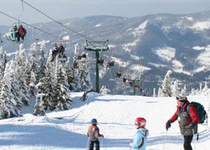 Висла считается вторым горнолыжным комплексом после Щирка и одним из крупнейших курортов, в составе которого имеется около 15 тысяч гостиничных мест