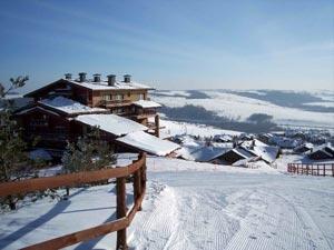 На правом берегу Волги и юго-востоке равнины сменяются возвышенностями, где находится большинство горнолыжных курортов Татарстана