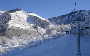 В Ак-Булаке расположены горнолыжные спуски, катки, трассы для катания на баллонах