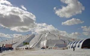 Расположен горнолыжный склон Новопеределкино вблизи деревни Орлово