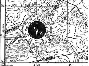 Нужно сопоставить направление севера на карте и компасе.