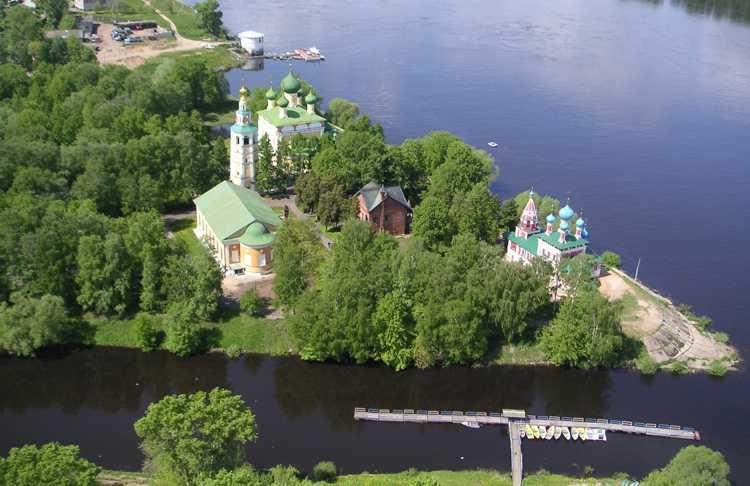 Панорамный вид на Угличский Кремль