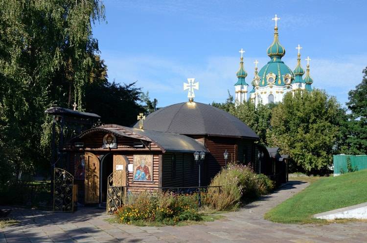 Десятинную церковь, необходимо включить в маршрут по достопримечательностям Киева.