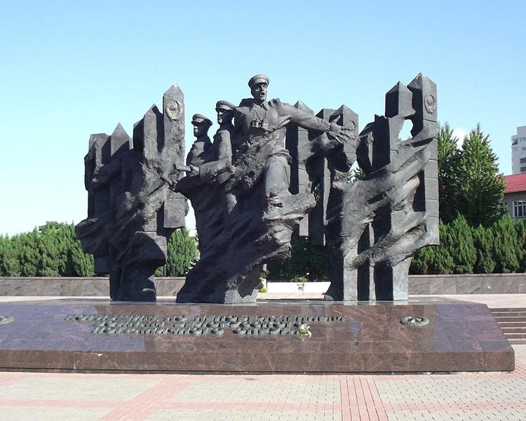 Резные памятники Байкальск надгробие с сюрпризом