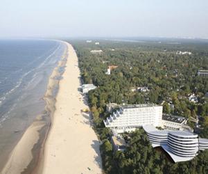 Пляж также достопримечательность Юрмалы.