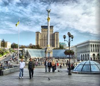 Майдан незалежности достопримечательность в сердце Киева.