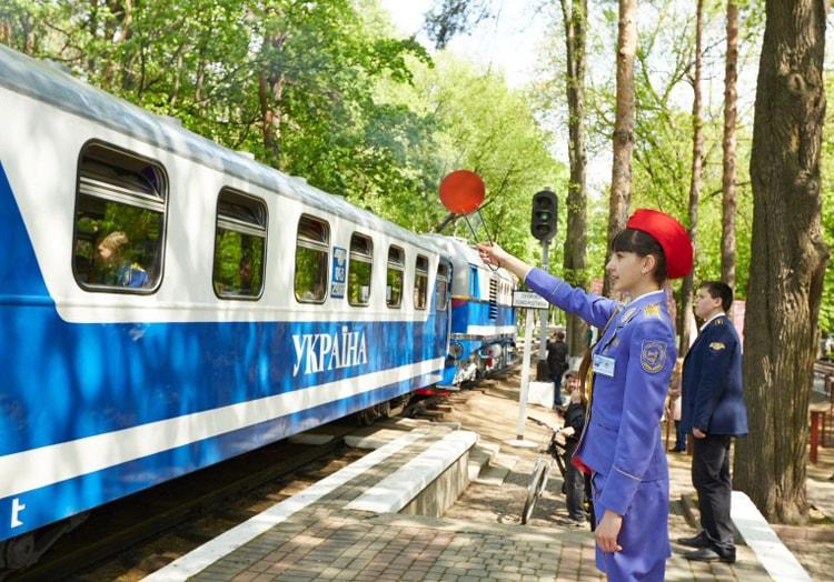 Детская железная дорога, вот куда сходить с ребенком в Харькове.