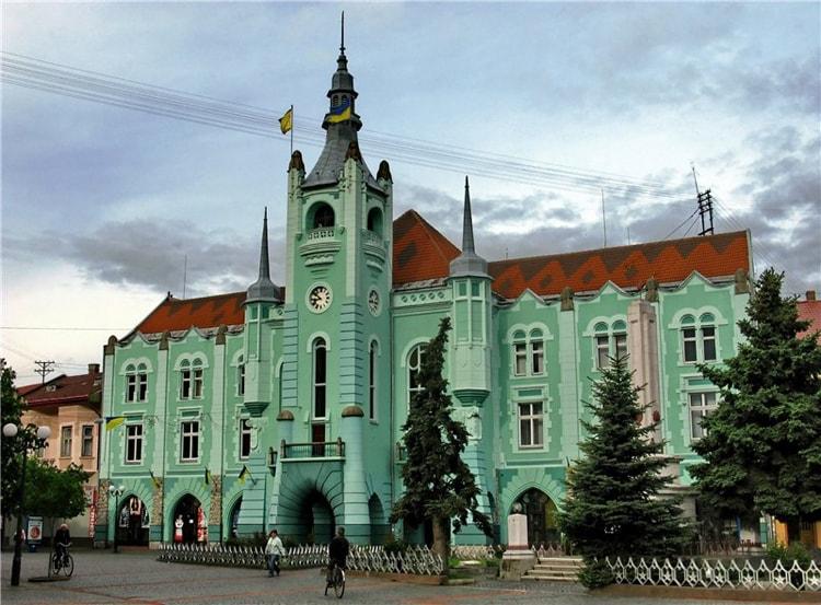 Ратуша в Мукачево, в этом городе есть что посмотреть.