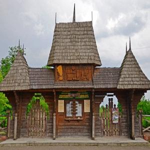 Музей народной архитектуры в Черновцах стоит посмотреть.