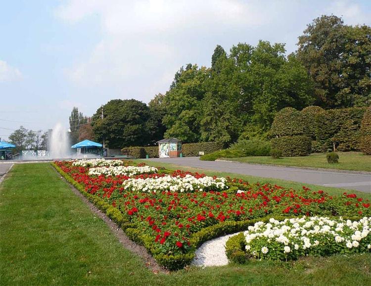 Национальный ботанический сад, также входит в список достопримечательностей Киева.