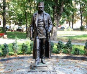 Памятник императору Францу Иосифу местная достопримечательность Черновцов.