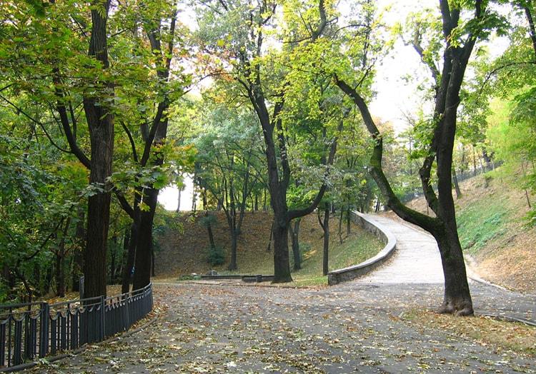Владимирская горка, живописный парк — достопримечательность Киева где есть что посмотреть.