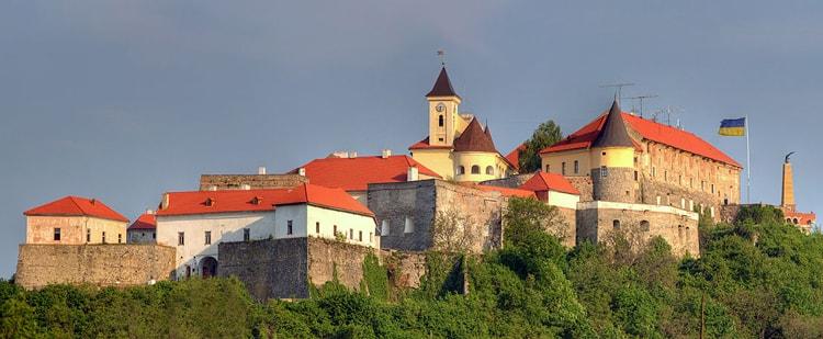 Замок Паланок главная достопримечательность Мукачево.