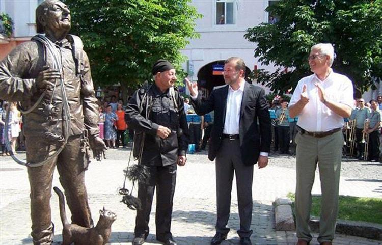 Счастливый трубочист живая достопримечательность Мукачево.