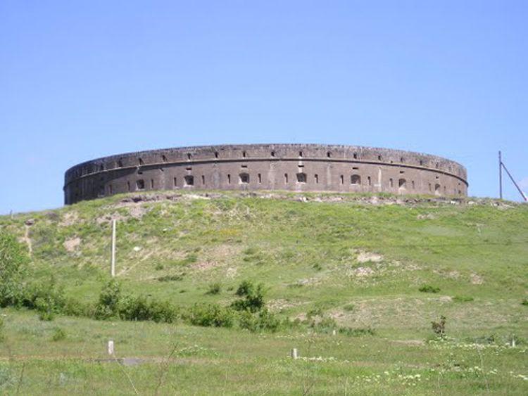 Большая Крепость в Гюмри – это старинный образец армянской готической архитектуры.