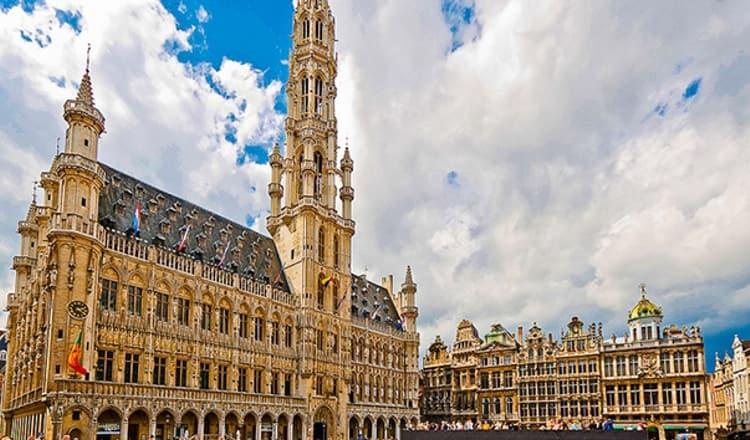 Брюссельская ратуша на площади Гран-Плас.