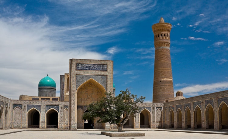 Пои Калян — архитектурный ансамбль, древняя достопримечательность Узбекистана.