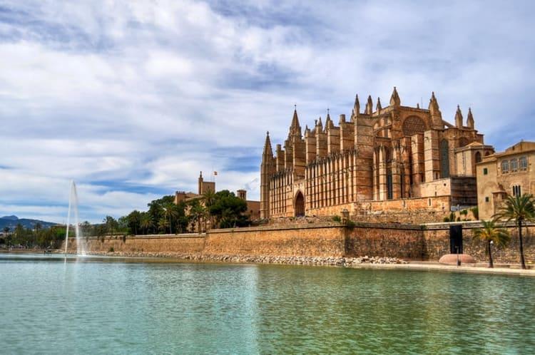 Дворец Альмудайна, который в эпоху правления мавров служил резиденцией визирей.