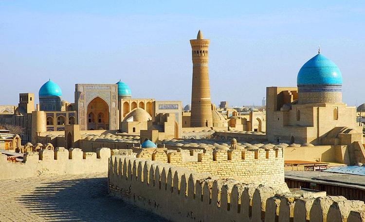 На фото Архитектурный ансамбль под названием Пои-Калян одна из достопримечательностей Узбекистана.