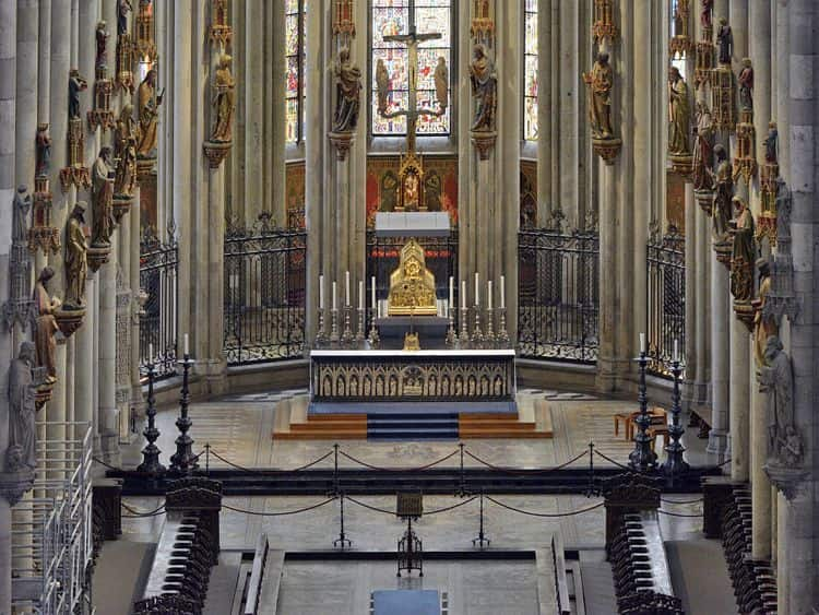 Кафедральный собор св. Петра и Марии в Кельне внутри поражает не менее, чем снаружи.
