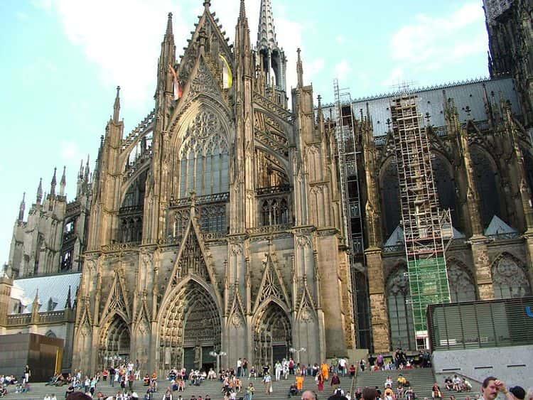 Одним из самых знаменитых достопримечательностей в Кельне является Кафедральный собор св. Петра и Марии.