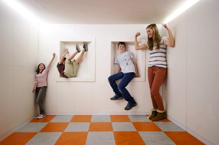 Музей Камера-обскура и мир иллюзий - достопримечательность в Эдинбурге, где взрослых и детей ждут увлекательные оптические эксперименты