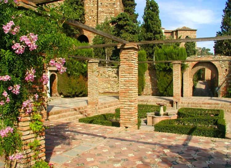 Крепость Алькасабу - достопримечательность в Малаге.