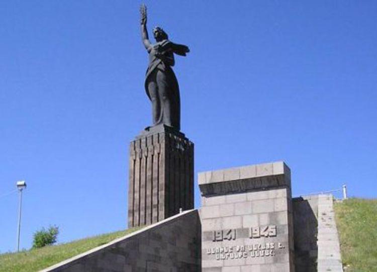 Мемориал Мать Армения – памятник и достопримечательность Гюмри.