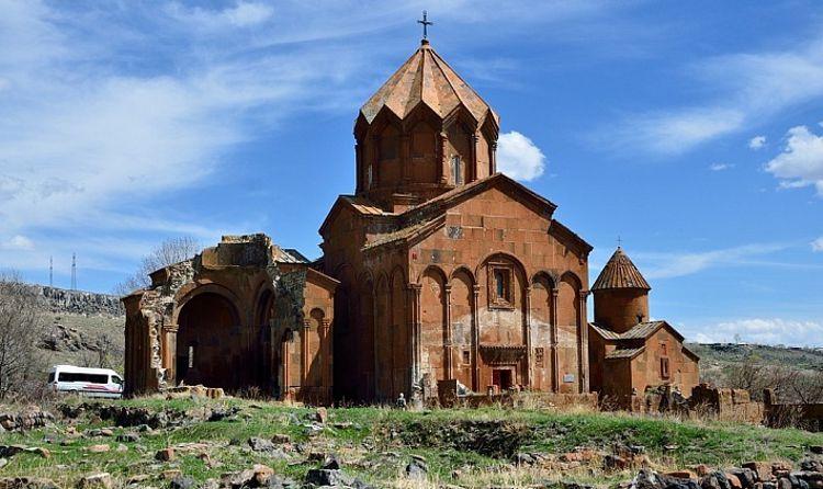 Монастырь Аричаванк – это достаточно старинный и большой монастырский комплекс в Гюмри.