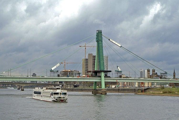 Мост Святого Северина - достопримечательность в Кельне.