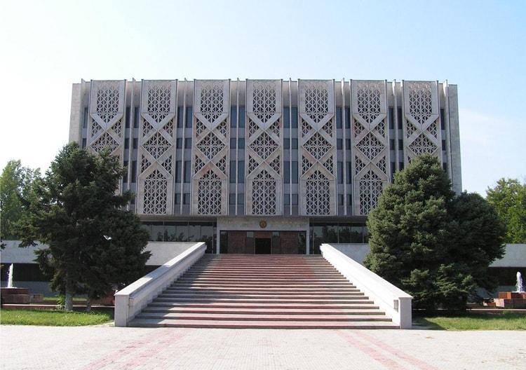Музей истории Узбекистана отличная достопримечательность, когда путешествуем сами.