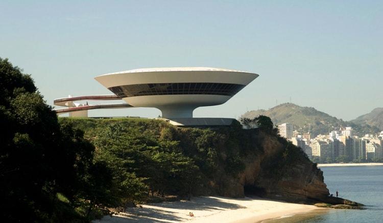 Музей современного искусства является одной из самых ярких достопримечательностей Рио-де-Жанейро.