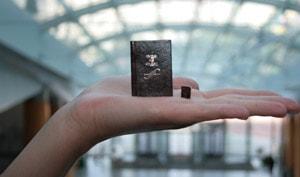 Экспонат в музее миниатюрной книги