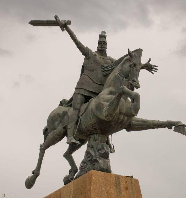 Гордый и непреклонный Памятник Вардану Мамиконяну - достопримечательность Гюмри.