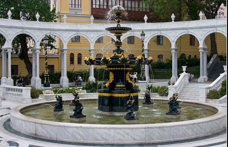 Вид площади фонтанов в Баку