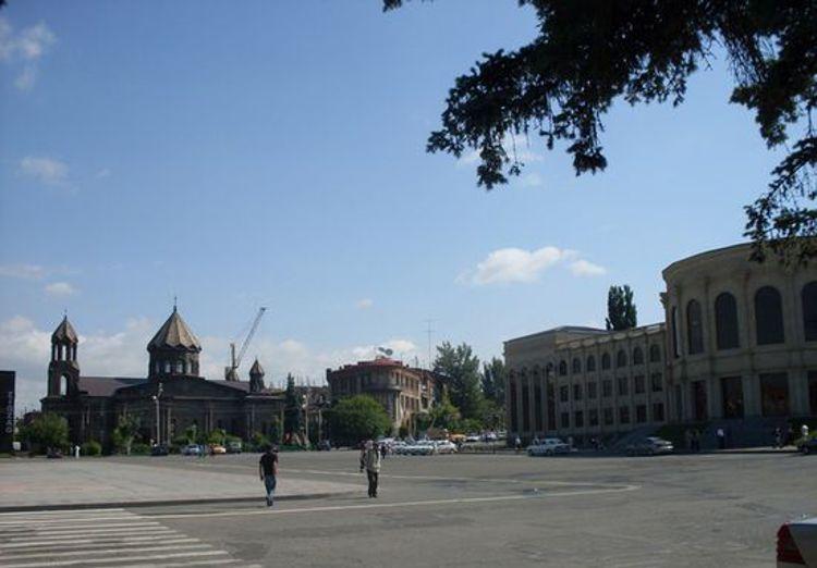 Площадь Свободы Гюмри – это достопримечательность и любимое место горожан и приезжих.